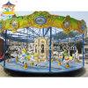 Les enfants joyeux vont équipement de parc d'attractions de rond point de cheval de carrousel de rond