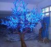 훈장 나무 LED 빛을 정원사 노릇을 하는 시장 거리