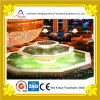 Крытый декоративный полигональный фонтан воды пруда в лоббие гостиницы