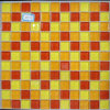 Kitchenのための黄色いCrystallized Glass Panel Mosaic Tile