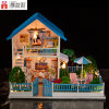 Casa de muñeca azul del diseño del juguete de madera feliz popular de la familia