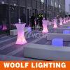 白く高いLED棒表LEDの正方形の低い小テーブル