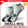 Покрашенные оптовой продажей носки платья с новой чернотой способа Socks носки человека и лодыжки