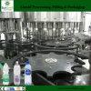 El equipo de relleno en botella plástico del agua potable tiene gusto de Evian