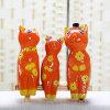 Una famiglia del regalo dell'ornamento della porcellana della decorazione dei mestieri di ceramica animali del gattino di tre domestica creativa il gattino sveglio (una famiglia di tre arancione e gialla)