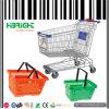 Carros y cestas de compras del equipo del supermercado