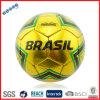 金属輝やきの機械によってステッチされる小型サッカーボール