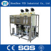Água pura da planta da osmose reversa que faz a máquina