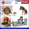 고양이 먹이 또는 기계 압출기를 만드는 개밥