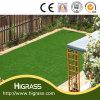 Pelouse artificielle d'herbe verte de mise pour le jardin