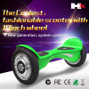 Individu en gros équilibrant le scooter intelligent d'équilibre de roue de Hoverboard 2