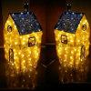 O diodo emissor de luz pequeno abriga a decoração do feriado