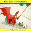 粘土手は販売のための煉瓦機械を作動させる