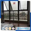 塗られる粉が付いている現代装飾的な屋内錬鉄のバルコニーの柵