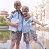 초등 학교에 있는 Girls 그리고 Boys를 위한 학교 Uniform