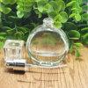 曇らされたガラスのスプレーのポンプおよび帽子が付いている装飾的なびんの装飾的なクリーム色の瓶のガラスクリーム色の装飾的なびんを包む化粧品