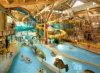 屋内水公園の螺線形の管はガラス繊維水スライドをからかう