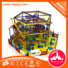 Equipamento interno de madeira do jogo, campo de jogos interno, curso da corda para a criança