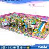 Het binnen Centrum van het Spel van het Vermaak van de Speelplaats voor Kinderen van 3-12 Jaar