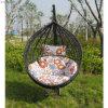 藤のハングの椅子