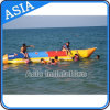 膨脹可能な水ゲームはバナナボート膨脹可能な水バナナボートを毛鉤で釣る