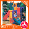A corrediça ao ar livre do jardim de infância da forma caçoa o campo de jogos pequeno