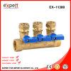 El múltiple de cobre amarillo del agua con Plástico-Dirige la válvula