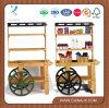 Carro de madera del vendedor con 3 estantes