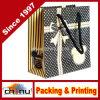 Sac de papier de cadeau différent de couleurs avec le traitement découpé avec des matrices (3223)