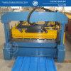 Telhado ondulado de aço que dá forma à máquina