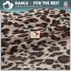 La tela hecha punto elástico con el leopardo imprimió