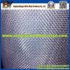 Setacciando la rete metallica fatta a Anping