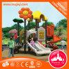 Handelsspielplatz schiebt Kind-im Freienspielplatz