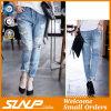 Jeans lungamente strappati su ordinazione di modo del cotone della ragazza