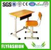Klassenzimmer-einzelner Schule-Kursteilnehmer-Schreibtisch und Stuhl