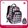 O Chequer caçoa o saco de escola com floral da manta impresso