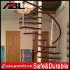 Pasamano de la escalera del acero inoxidable con la barandilla de madera