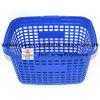 Panier à provisions en plastique neuf de supermarché
