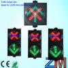 Luz verde cruzada roja clara de la señal del indicador del carril
