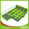 Liben usou o parque interno do Trampoline dos miúdos do poço da espuma