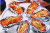 مطبخ إستعمال [ألومينوم فويل] لأنّ يشوي سمكة