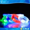 Fácil de medida ajustável desgastar o diodo emissor de luz macio dos braceletes do PVC NFC RFID para o concerto vocal