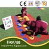 Herbe de regard normale d'horizontal pour des enfants jouant le centre