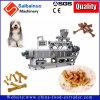 개먹이 애완 동물은 기계 생산 라인을 만드는 음식을 씹는다