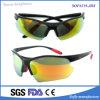 Il nuovo disegno del motociclo di modo mette in mostra gli occhiali di protezione