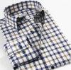 El hilo de algodón del Mens teñió la camisa larga de la funda de las verificaciones