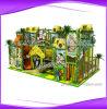 Campo de jogos interno da casa em a árvore interna do parque de diversões
