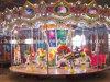 Le tour passionnant de carrousel d'amusement de curseur de source joyeux vont rond