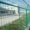 電流を通された有刺鉄線の塀繁殖機構の網の塀