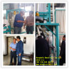 Klient Visiting und Seeing Maize Milling Machine Running in Maize Mill Plant